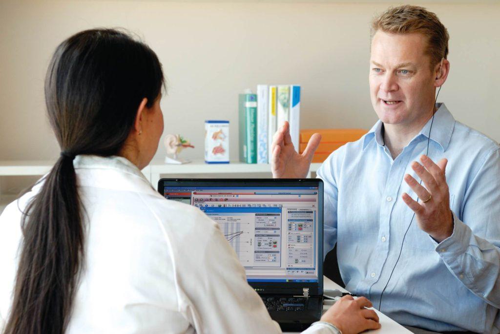 Aparelho auditivo ou implante coclear