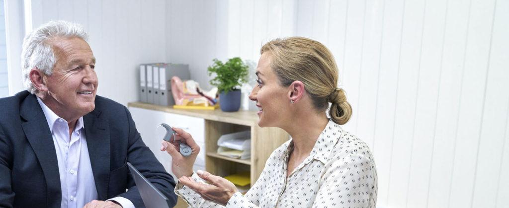 O que esperar da recuperação após a cirurgia do implante coclear?